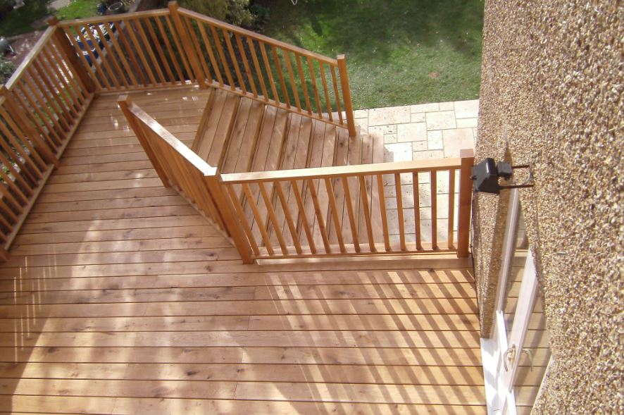 Image of beautiful Oak Decking and garden makeover